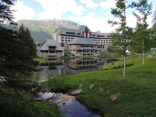 Hotel Alyeska : Pond views