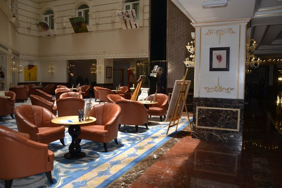 Wyndham Grand Regency Doha : non smoking lounge