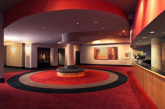 Greenbrier Valley Theatre: Daywood Lobby