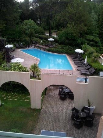 Hôtel Mercure Antibes Sophia Antipolis : chambre 2ème étage coté piscine