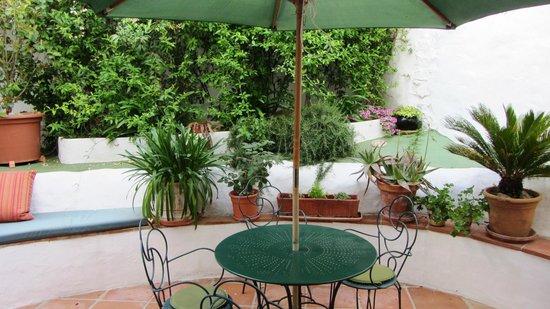 Hotel Los Castanos: patio