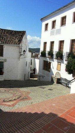Hotel Los Castanos: village square