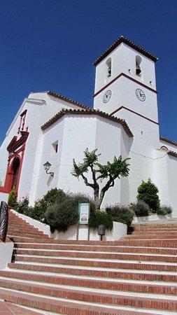 Hotel Los Castanos: village church