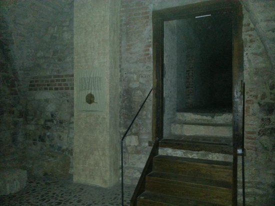 McGee's Ghost Tours of Prague: The Tunnels underneath the Old Town Hall