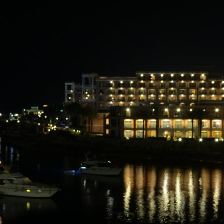 Marina Hotel Corinthia Beach Resort: Hotel by night