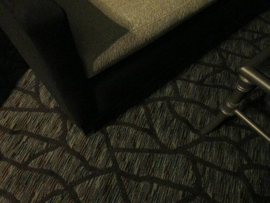 Harrah's Cherokee Casino Resort: new carpet/sofa Soco Tower