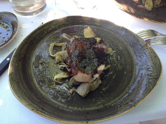 La Corne d'Or: carré de cochon ibérique confit et laqué, artichauts, fenouil, panais, olives et champignons, ju