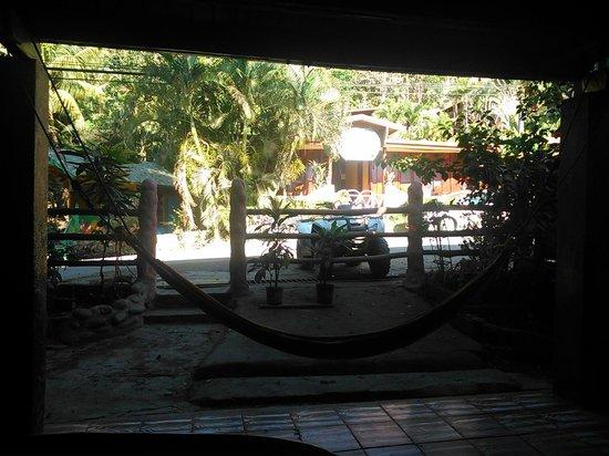 Downtown Montezuma Hostel: Desde la mesa sala de estar...