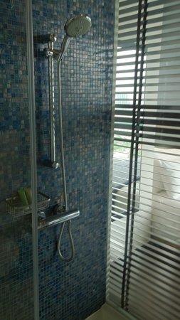 Chatrium Hotel Riverside Bangkok: Dusche, Badewanne , Waschtisch