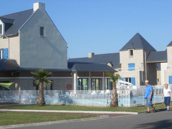Le Domaine Des Mauriers : piscine exterieure