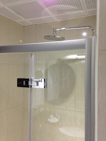 Capital Hotel and Spa: Bathroom