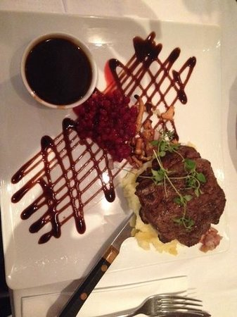 De Svarta Faren : Deer steak with mashed potato, panchetta, mushrooms, ligonberry sauce and a port wine gravy from