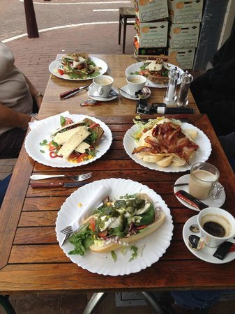 Broodje Bert : Breakfast or lunch at 11:30am