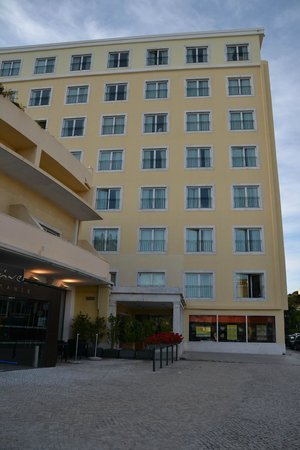 Vila Galé Estoril: vor dem Hotel