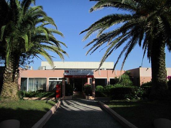 Club Marmara Grand Bleu : entrée de l hotel marmara