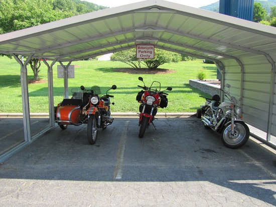 Maggie Valley Inn and Conference Center : more motorcycle parking