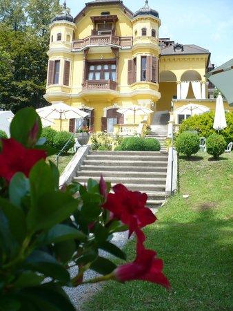 Schlossvilla Miralago: Ansicht Villa vom Garten