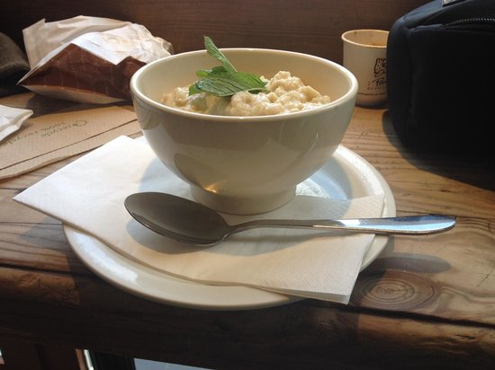 Le Pain Quotidien: Organic porridge with honey