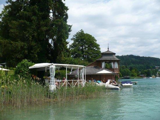 Schlossvilla Miralago: Seeufer mit hoteleigener Bar