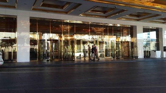 Trump International Hotel Las Vegas: Entrance