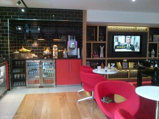 Crowne Plaza Hotel Birmingham NEC: the refreshment area
