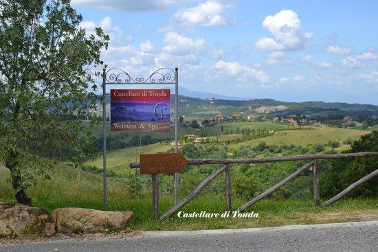Castellare di Tonda Resort & Spa: Panorama nei pressi della SPA