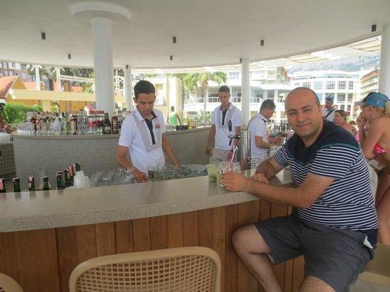 Barut Kemer : pool bar