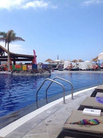 Barcelo Santiago: middle pool area