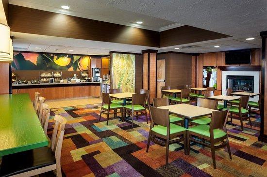 Fairfield Inn & Suites Anchorage Midtown: Breakfast Area