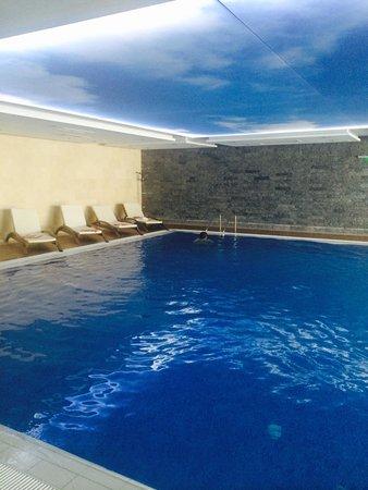 INTERNATIONAL Hotel Casino & Tower Suites: Закрытый бассейн