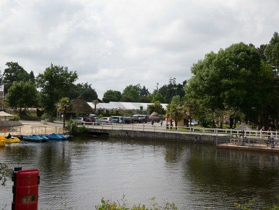 Domaine des Ormes: Lake