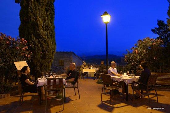 Cal Llop: terraza del hotel