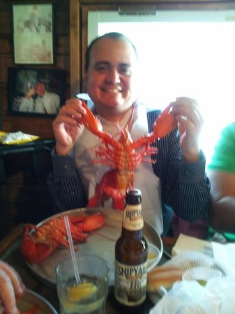 Nunan's Lobster Hut: Gerardo making friends with the lobsters