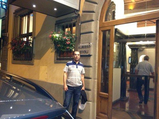 Rivoli Boutique Hotel: Em frente ao hotel