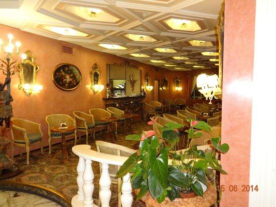 Hotel Mioni Pezzato: Бар внутри отеля