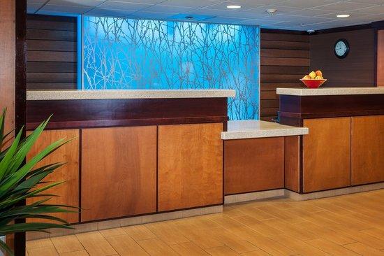 Fairfield Inn & Suites Anchorage Midtown: Front Desk