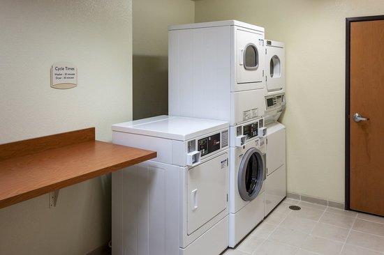Fairfield Inn & Suites Anchorage Midtown: Guest Laundry
