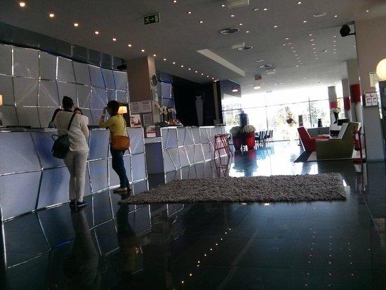 Holiday Inn Express Lisbon Alfragide: Lobby