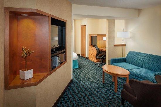 Fairfield Inn & Suites Anchorage Midtown: Spa Suite