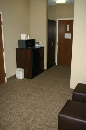 Comfort Suites at the Isle of Palms Connector : Fridges and Microwaves in Every Room!