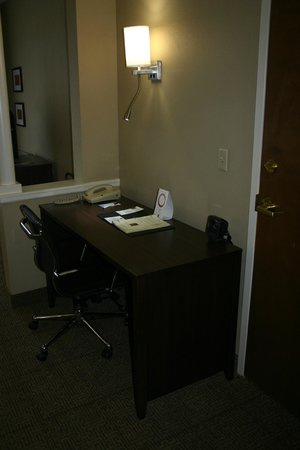 Comfort Suites at the Isle of Palms Connector : Single King Rooms Are Equipped with Desks with Ergonomic Chairs