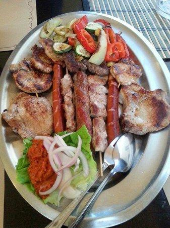 Konoba Bonaca: meat platter for two