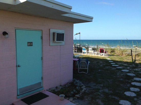 Sea Scape Motel - Oceanfront Getaway: Short walk from room to beach!