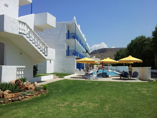 Mitsis Rinela Beach Resort & Spa : Smaller pool