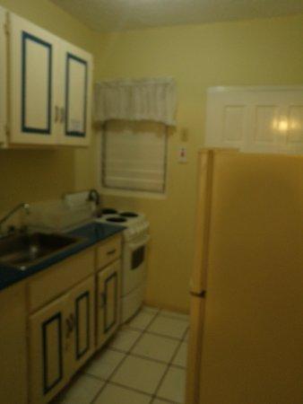 Chrisanns Beach Resort: The kitchen