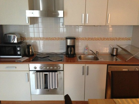 7Seasons Apartments Budapest: Fully furnished kitchen