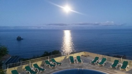 Madeira Regency Cliff : First night, great moon! From our balcony.