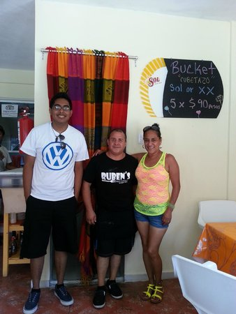Ruben's: my wife and son with the owner Ruben