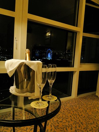 The Table Bay Hotel: welcome champagne