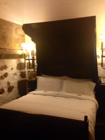 Pousada de Obidos Historic Hotel: Cama do quarto da torre